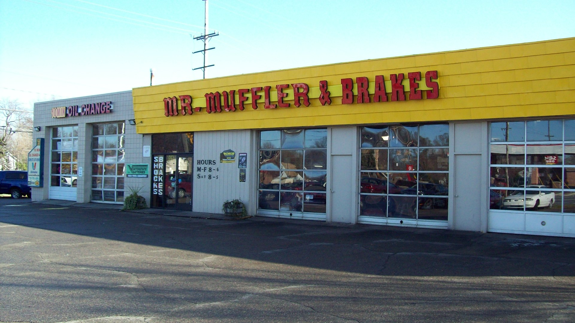 Mr  Muffler Professional Clean Auto Service Shop Gallery